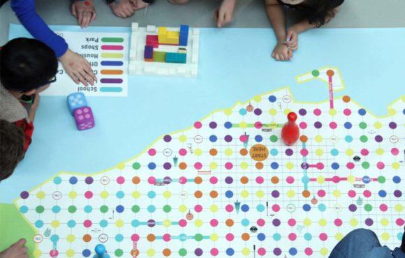 Un jeu de société qui apprend aux enfants à construire des villes