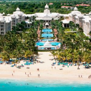 Riu souligne le grand succès du nouveau concept «Riu Pool Party» à Punta Cana